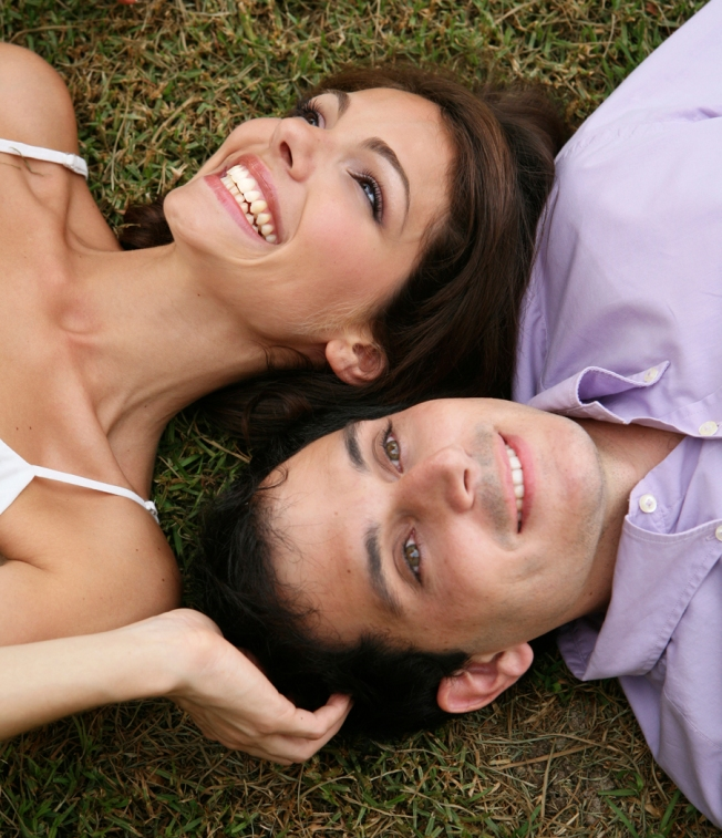 couple-in-the-grass